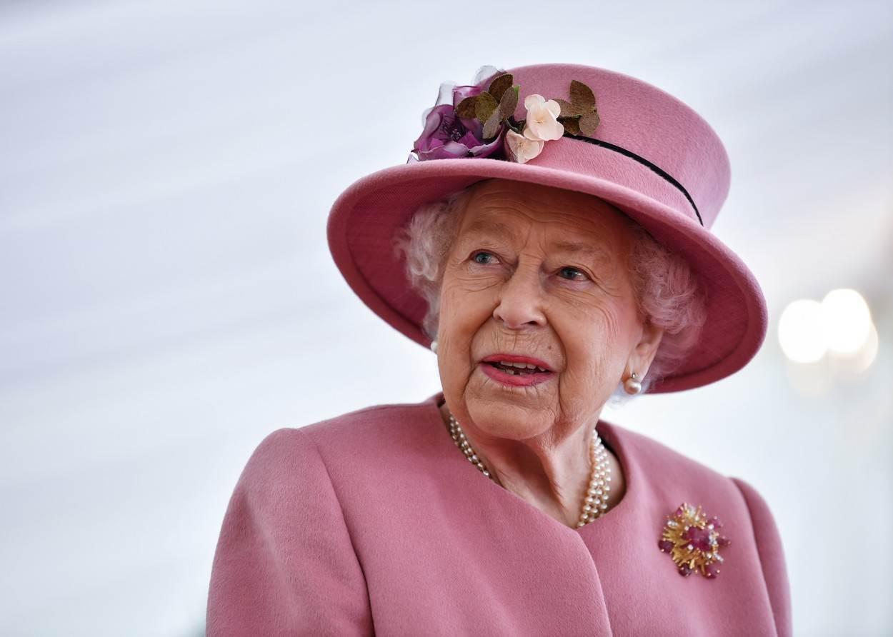 kraljica elizabeta usla je u sukob sa kamilom parker