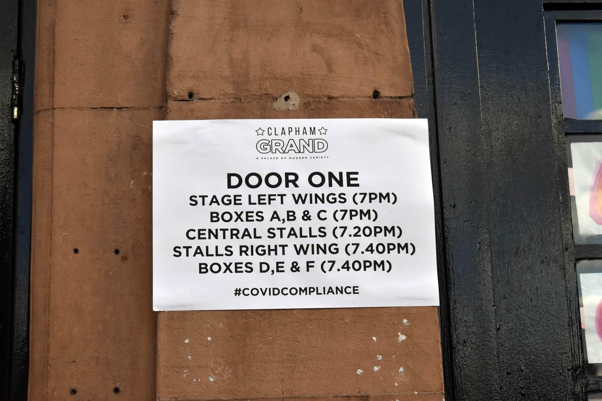 Publika je bila raspoređena tako da ne ulazi u isto vreme